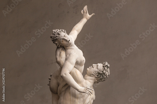 Photo  Ancient style sculpture of The Rape of the Sabine Women in Loggia dei Lanzi in F