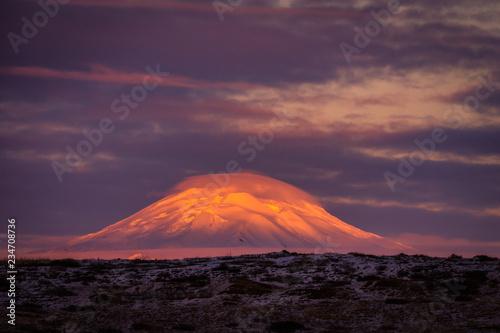 Foto auf AluDibond Aubergine lila Hekla Volcano Winter Sunset, Iceland
