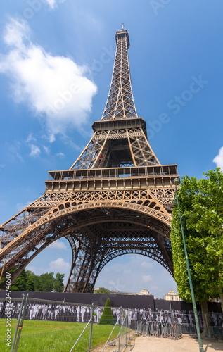 Foto  Eiffel Tower in Paris, France