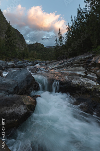Foto op Aluminium Rivier View of the Piton des Neiges from the River Fleurs Jaunes in Salazie, Reunion Island