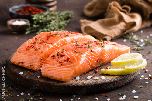 Fresh salmon fish fillet on wooden board Fototapete