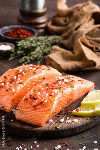 Photographie Fresh salmon fish fillet on wooden board