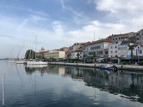 Foto auf Gartenposter Stadt am Wasser Waterfront in the morning of Sibenik