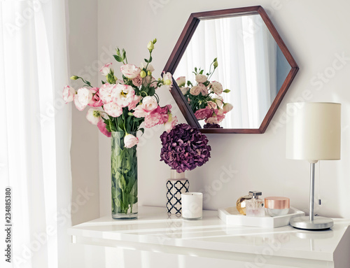 Obraz Light room with mirrow, flowers, night lamp and other objects - fototapety do salonu