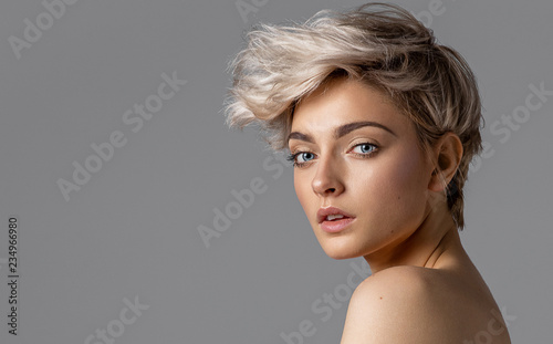 Tuinposter Kapsalon Beauty portrait of fashion young model with short hair