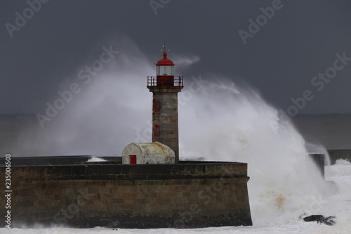Photo sur Toile Phare Big storm with big waves near a lighthouse