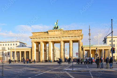 Photo  Outdoor scenery behind Brandenburg Tor, Brandenburg Gate, from Tiergarten in Berlin, Germany