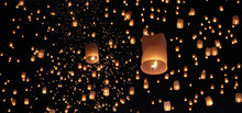 Tourist Floating Sky Lanterns ...