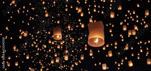Obraz Tourist floating sky lanterns in Loy Krathong festival , Chiang Mai ,Thailand. - fototapety do salonu