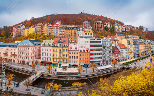 Beautiful view over colorful houses in Karlovy Vary, a spa town in Czech Republi Fototapet