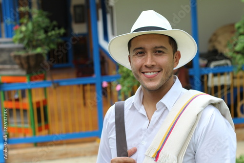 Photographie  Traditional South American man at home