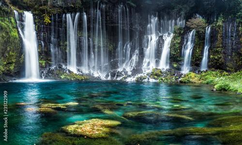 Foto op Plexiglas Watervallen Wasserfälle mit türkisblauem Wasser