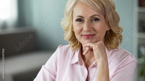 Pinturas sobre lienzo  Beautiful senior lady looking into camera, smile on face, happy healthy woman