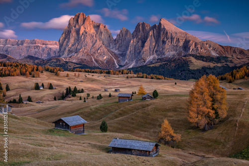 Montage in der Fensternische Cappuccino Dolomites. Landscape image of Seiser Alm a Dolomite plateau and the largest high-altitude Alpine meadow in Europe.