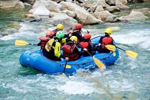 Rafting In Un Torrente Di Montagna