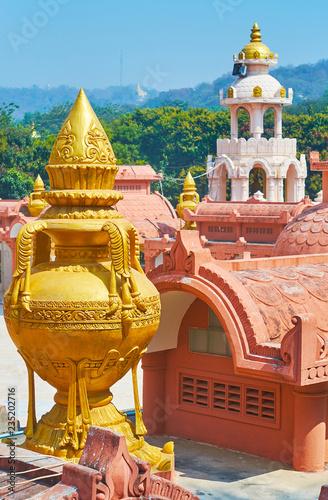 Deurstickers Asia land The golden decorative vase on the rooftop of the shrine of Sitagu International Buddhist Academy pagoda, Sagaing, Myanmar.