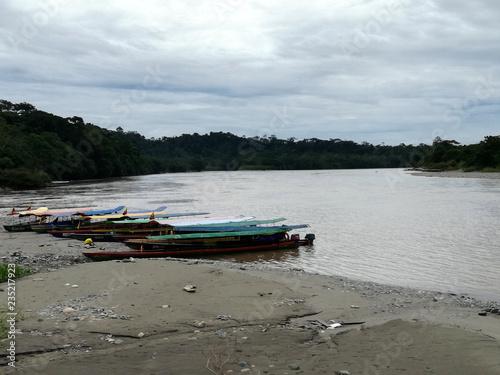 Spoed Foto op Canvas Zuid-Amerika land Rio Napo in Ecuador, piroghe per la navigazione
