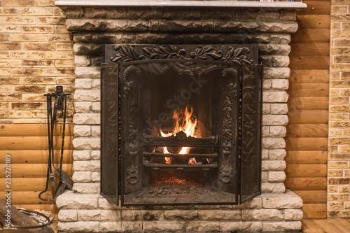 Fotografia firewood in the fireplace