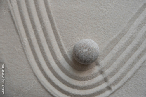 Autocollant pour porte Zen pierres a sable Gray zen stones on the sand with wave drawings. Concept of harmony, balance and meditation, spa, massage, relax