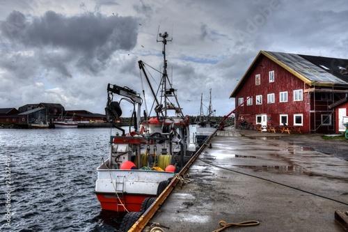 Photo  Norwegen, Lofoten, Laukvik, Laukvika, Hafen, Pier, Kai, Mole, Steg, Dorf, Siedlu