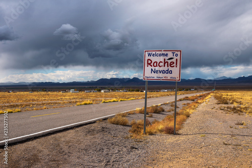 Cadres-photo bureau UFO Welcome to Rachel street sign on SR-375 in Nevada, USA