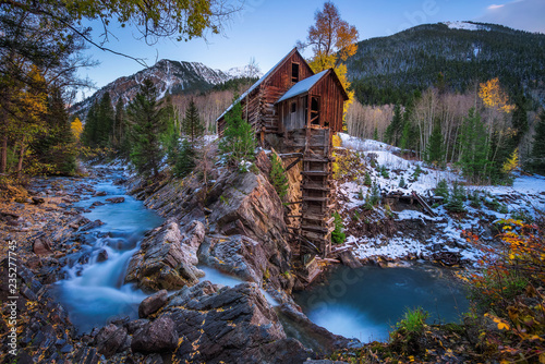 Fotografia Historic wooden powerhouse called the Crystal Mill in Colorado