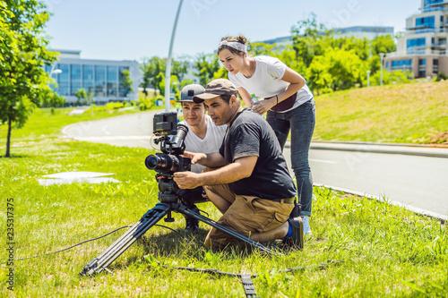 Fotografija a cameraman operator discuss the shooting process with a director and dp