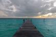atardecer en muelle y playa de isla mujeres