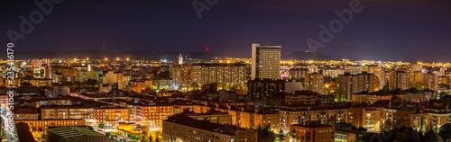 Valladolid ciudad histórica y cultural en España por la noche .