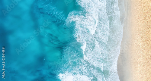 Poster Mer coucher du soleil Beach and waves from top view. Turquoise water background from top view. Summer seascape from air. Top view from drone. Travel concept and idea
