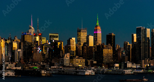 Tuinposter New York City New York City and Hudson Cityscape at night