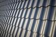 Leinwanddruck Bild Dachziegel schwarz glänzend, neue Dachpfanne, Dachdecker Ziegeldach