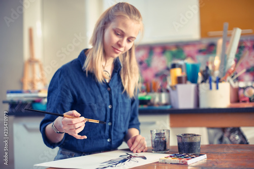 Fotografía  Young Woman Artist Working On Painting In Studio