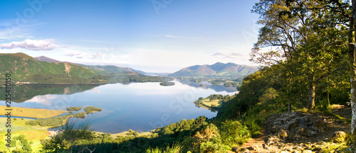 Fotografia View from Surprise View near Keswick in the morning with reflections in Derwent