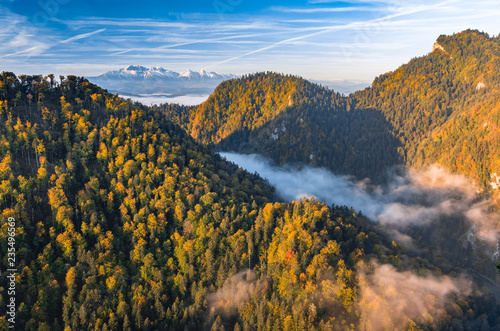 piekny-poranek-panorama-wawozu-rzeki-dunajec-i-tatry-kolorowa-jesien