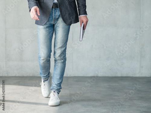 Fotografía  business man walking holding notebook in hand