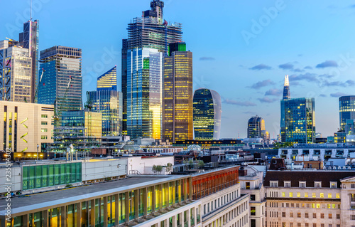 Fototapeten New York Aerial view of skyscrapers of the world famous bank district of central London after dusk