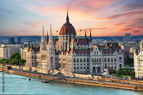Poster Boedapest Beautiful building of Parliament in Budapest, popular travel destination