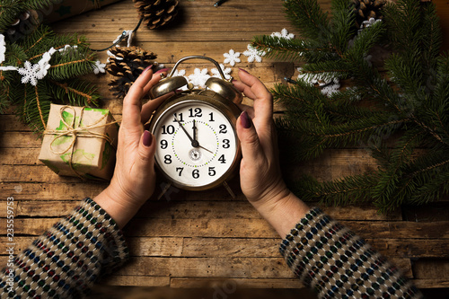Fotografia, Obraz  Woman holding a clock on New Year eve