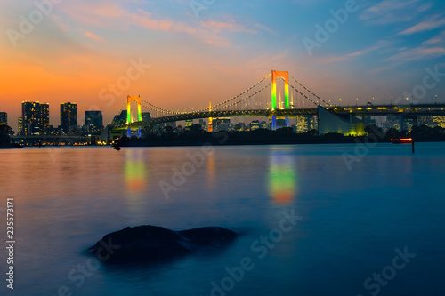 Keuken foto achterwand Aziatische Plekken Colorful illuminations at Rainbow Bridge from Odaiba in Tokyo, Japan