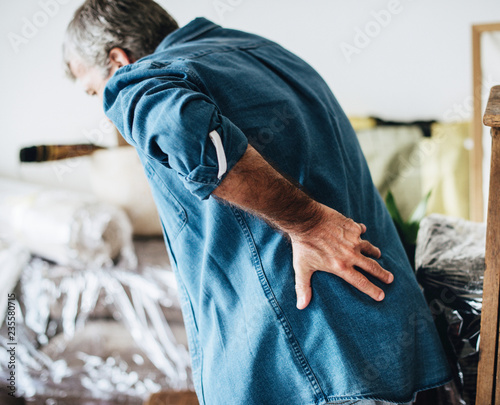 Fotografia  Senior man having back pain