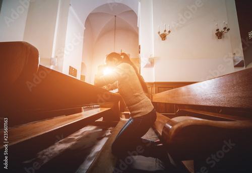 Christian woman praying in church Canvas-taulu