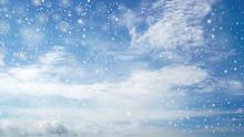 눈꽃송이 내리는  푸른하늘
