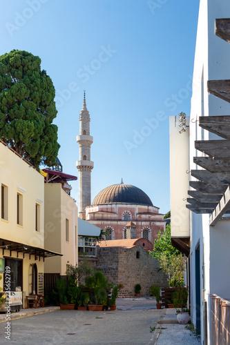 Fotografie, Obraz  Gasse mit Blick auf die Süleyman-Pascha-Moschee