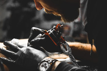 The Tattoo Artist Creates A Pi...