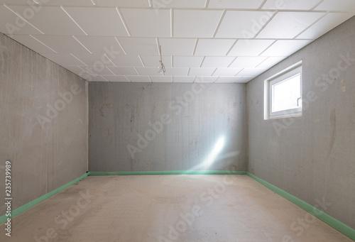 Leinwand Poster Keller leerer Raum mit Betonwänden