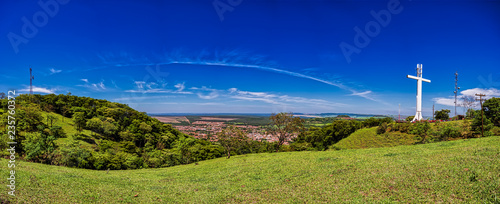 Foto op Plexiglas Donkerblauw Panoramic view of the city of São Simão, São Paulo, Brazil, from the hill of Cruzeiro