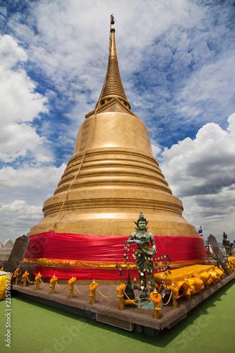 Deurstickers Asia land Golden Chedi of Wat Saket