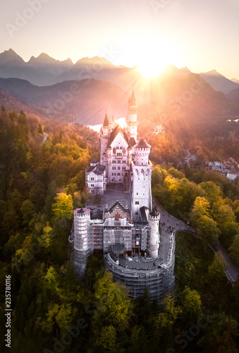 Obraz na plátně  Fairy Tail Castle Neuschwanstein at Sunset – Germany