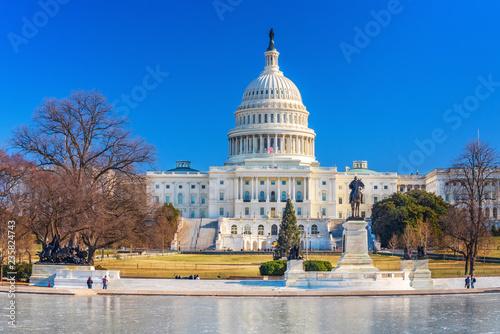 Fotobehang Amerikaanse Plekken US Capitol over blue sky at winter day